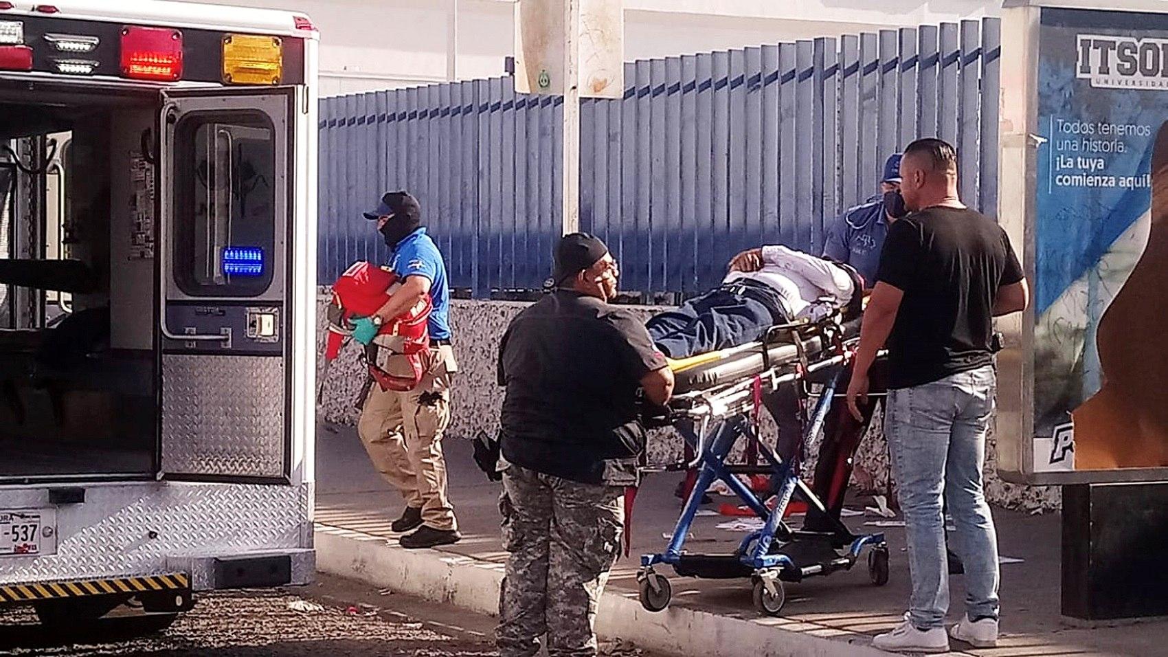 Traslado de Abel Murrieta a un hospital tras ser disparado.