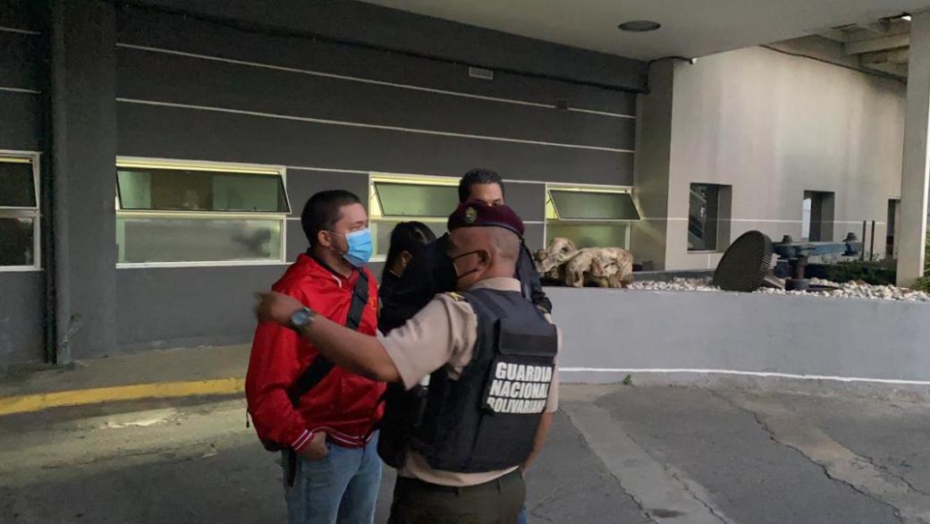 La Guardia Nacional Bolivariana irrumpe en 'El Nacional'.