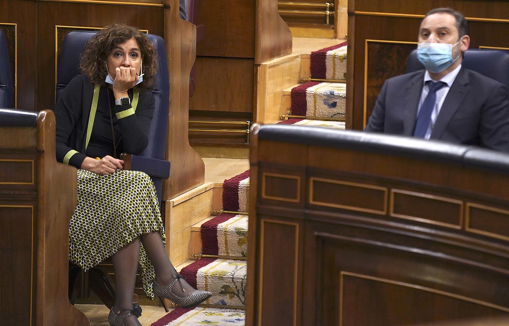 La ministra de Hacienda, María Jesús Montero y el ministro de Transportes, José Luis Ábalos