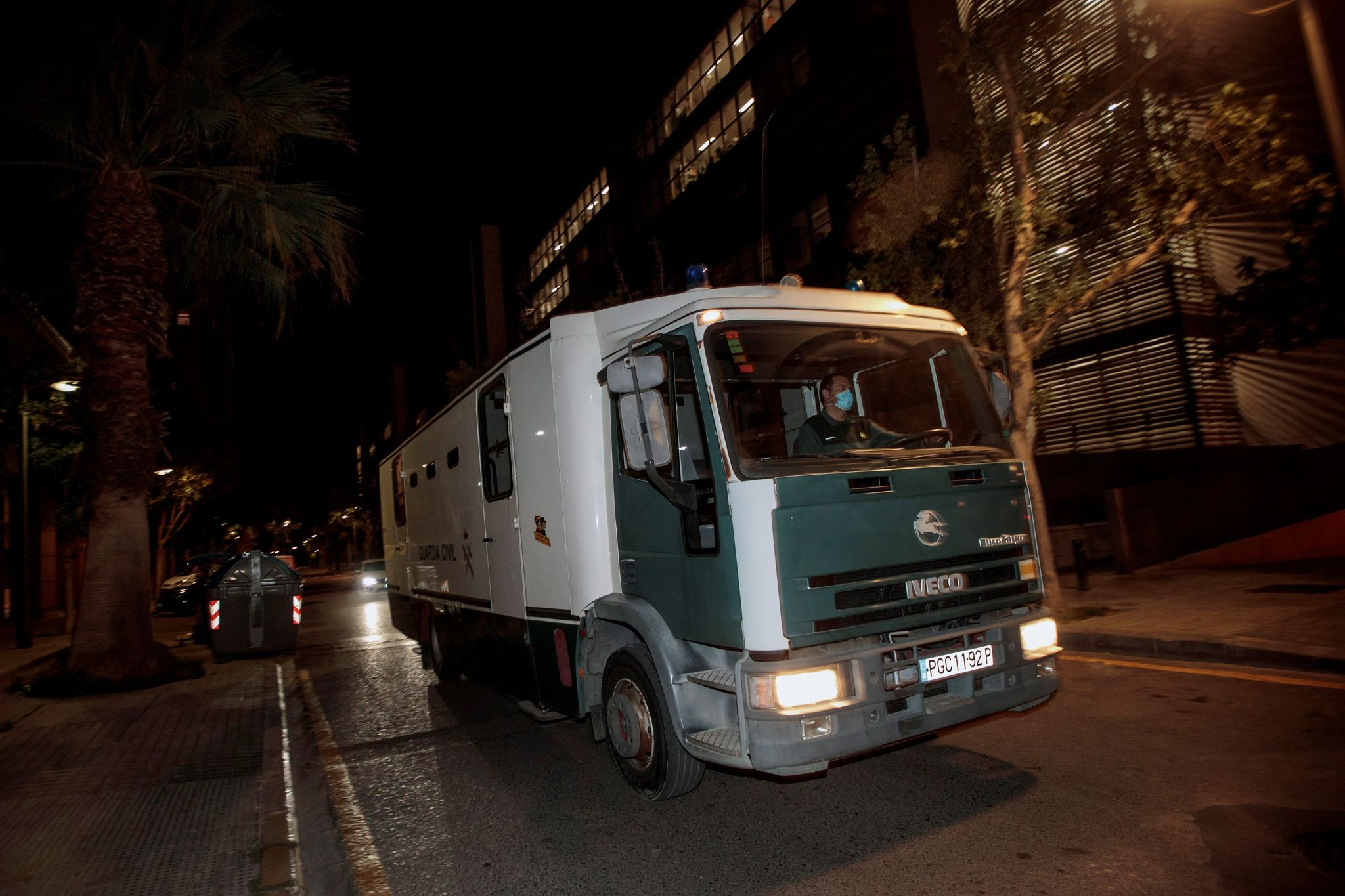 El furgón de la Guardia Civil que trasladó a los investigados a la cárcel.