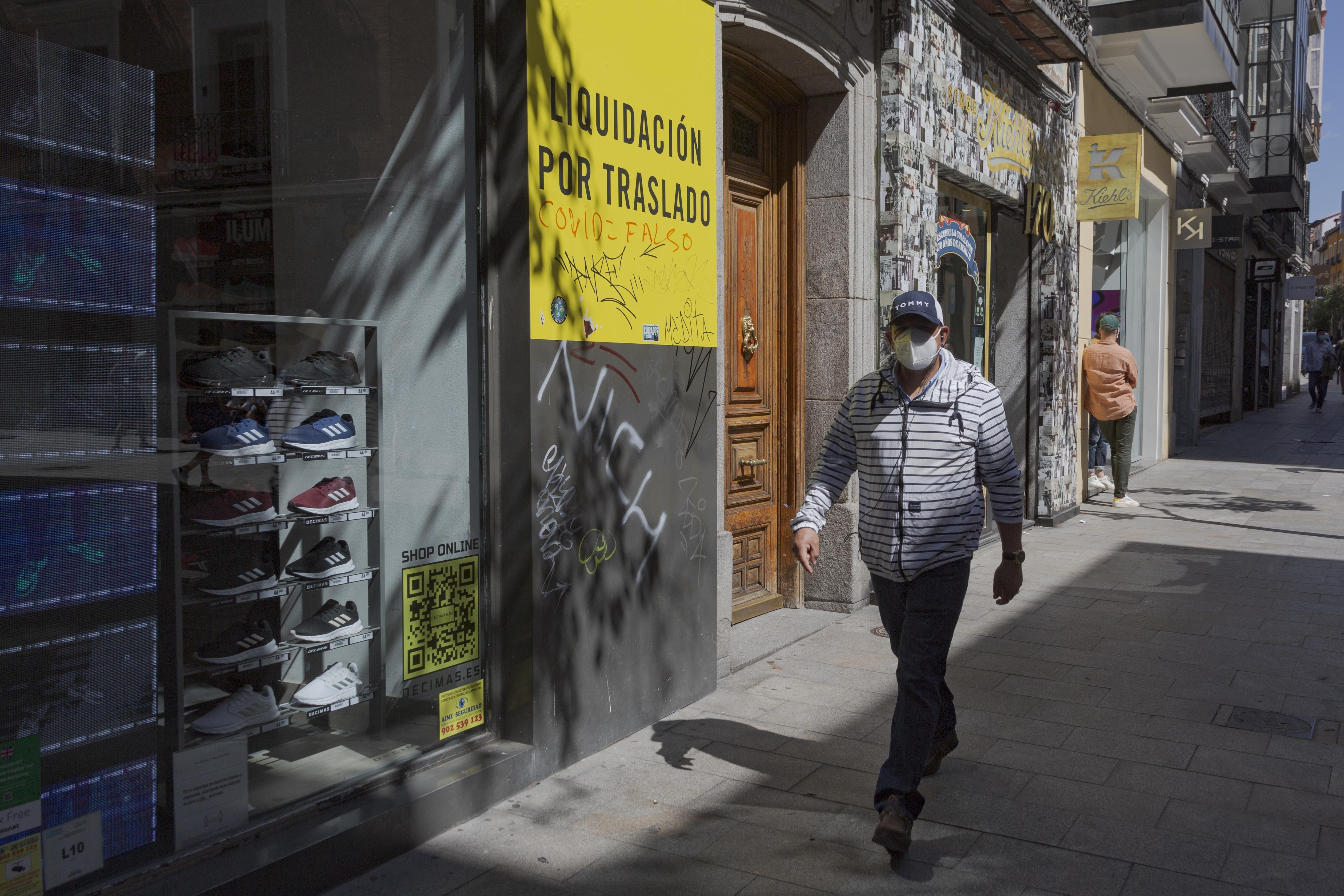 Tienda en liquidación por traslado en la calle Fuencarral de Madrid.