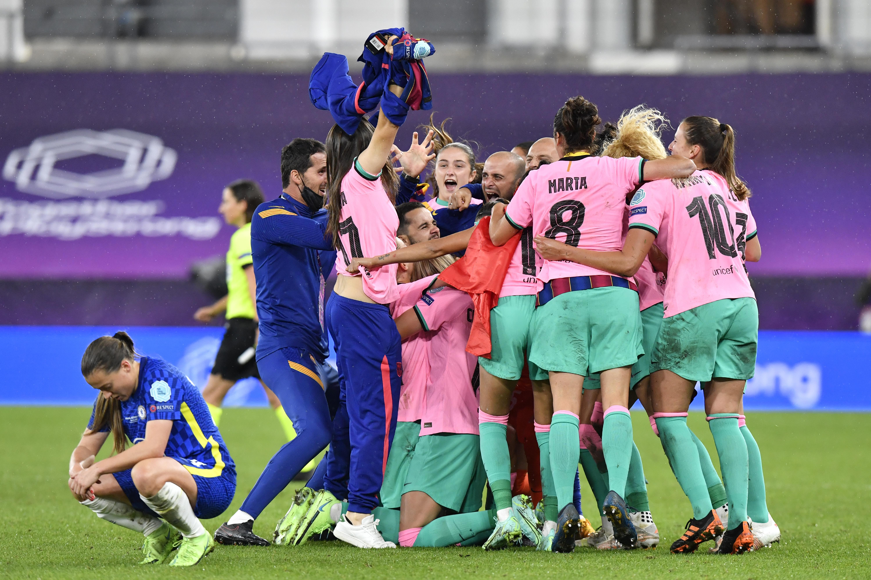 Las jugadoras del Barcelona celebrando el título