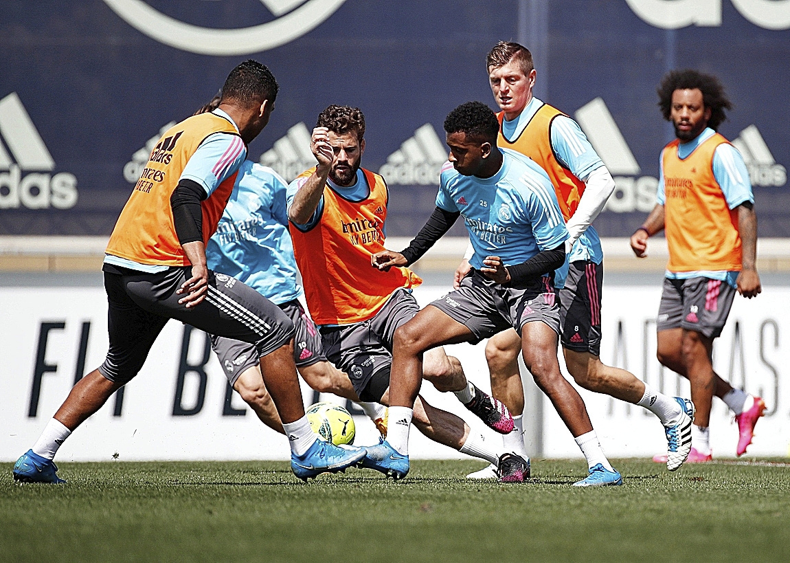 Los jugadores del Madrid, durante un entrenamiento.