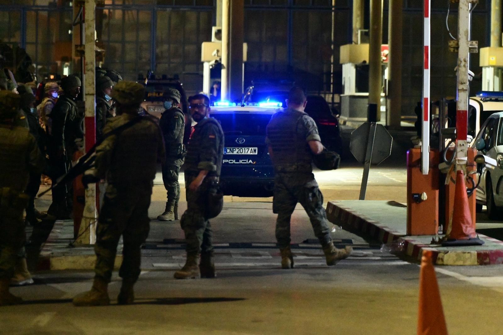 España despliega al Ejército en la frontera con Marruecos ante la interminable oleada de inmigrantes