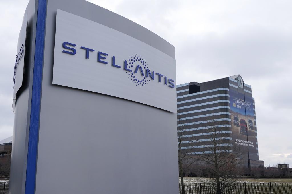 La empresa al 50% entre Stellantis y Foxconn desarrollará software y hadware para la automoción