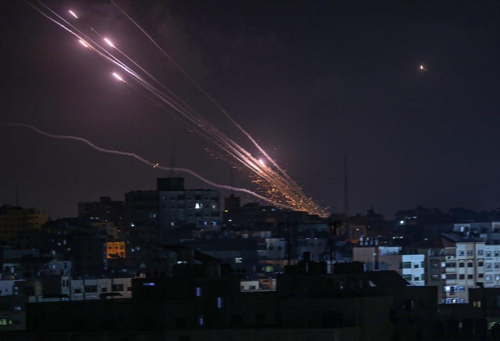 Misiles lanzados por Hamas desde Gaza hacia territorio israelí.