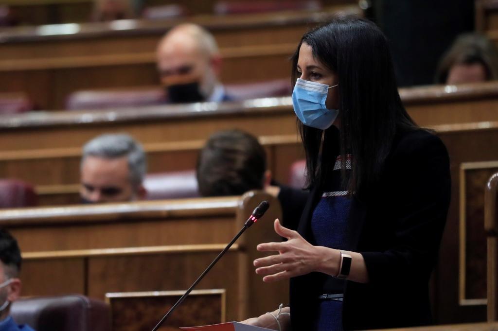 Inés Arrimadas, durante su pregunta al presidente.