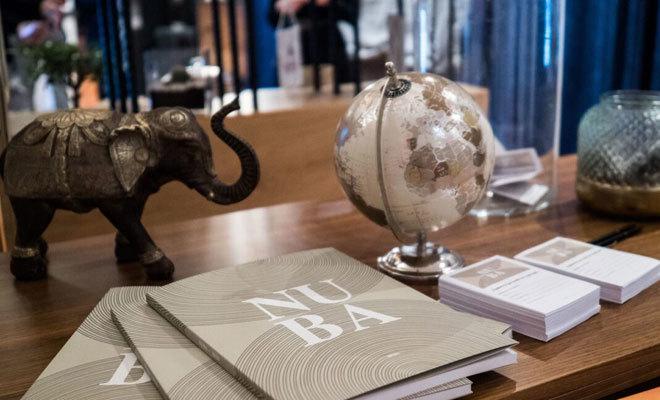 Detalles viajeros en un escritorio de Nuba.