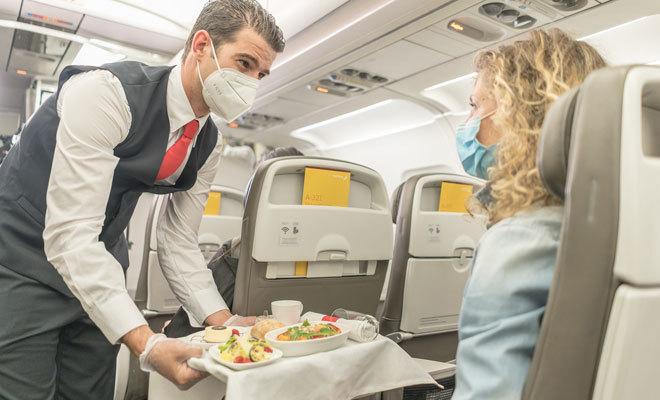 Cátering en uno de los aviones del grupo Iberia.