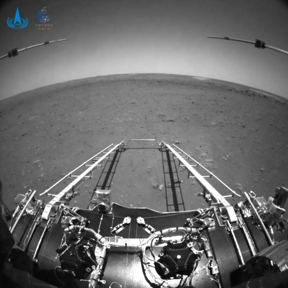 Foto tomada por el robot Zhurong en Marte