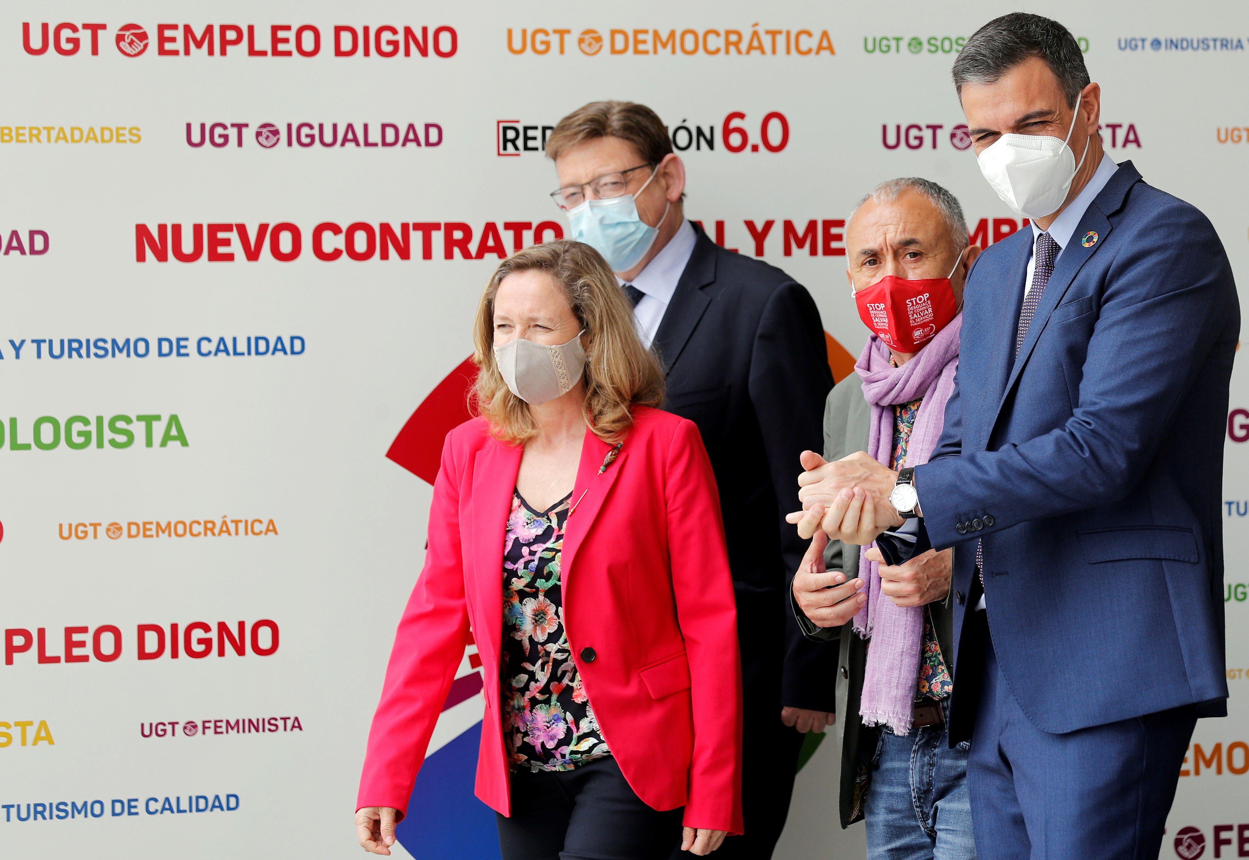 El presidente del Gobierno, Pedro Sánche, el secretario general de UGT, Pepe Álvarez, la vicepresidenta Nadia Calviño y el president de la Generalitat, Ximo Puig, ayer en Valencia.