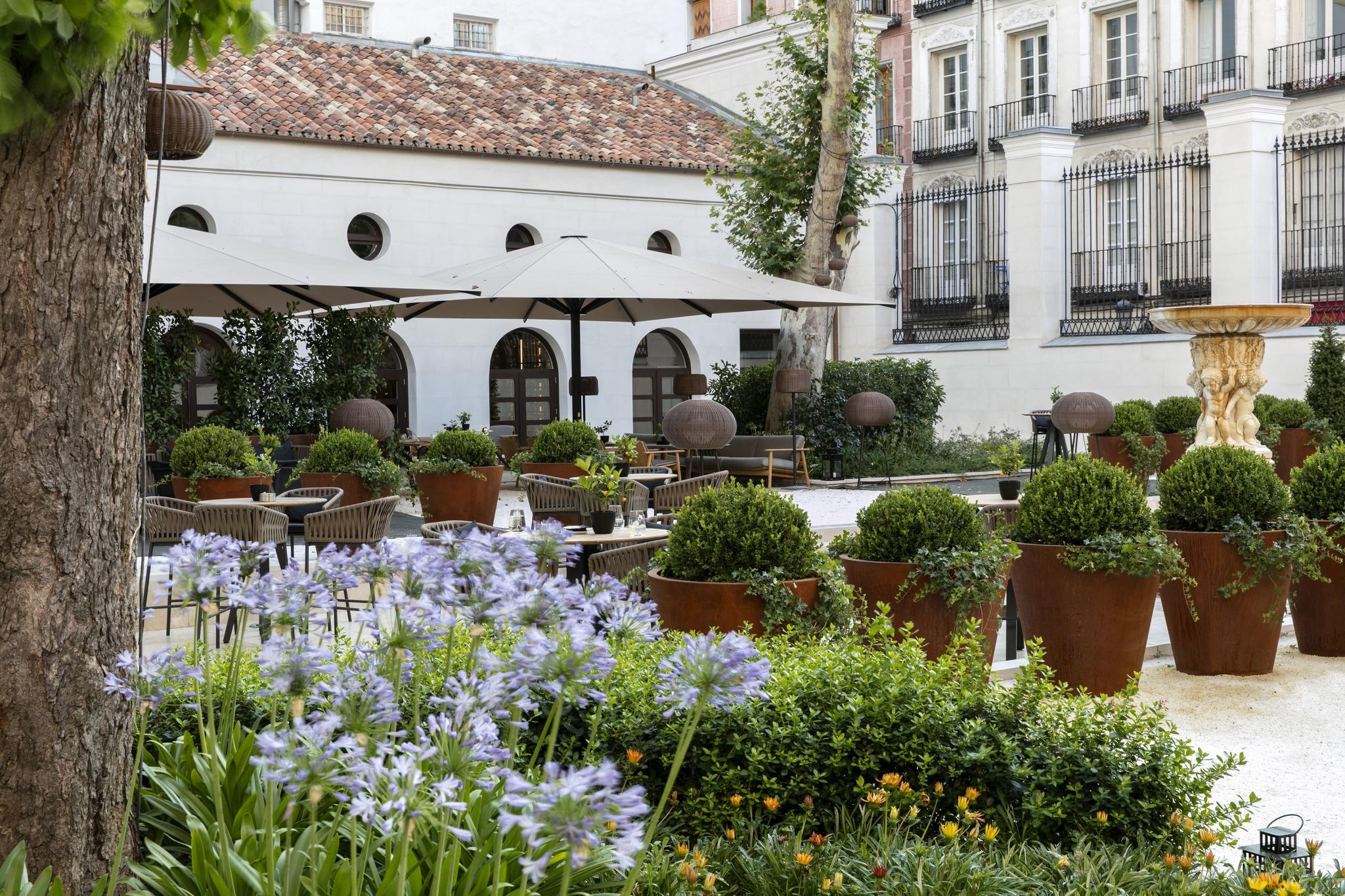 Jardín del Gran Meliá Palacio de los Duques.