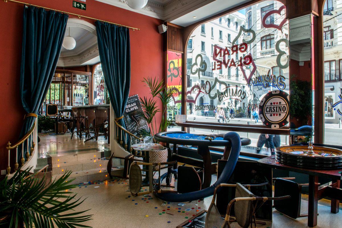 El interior del hotel recrea momentos de la película 'Ejército de los muertos'.
