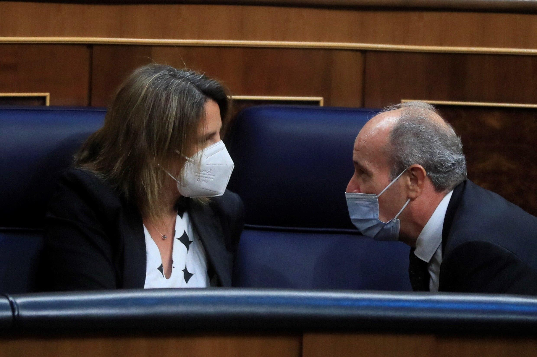 La vicepresidenta cuarta, Teresa Ribera, y el ministro de Justicia, Juan Carlos Campo, en el Congreso.