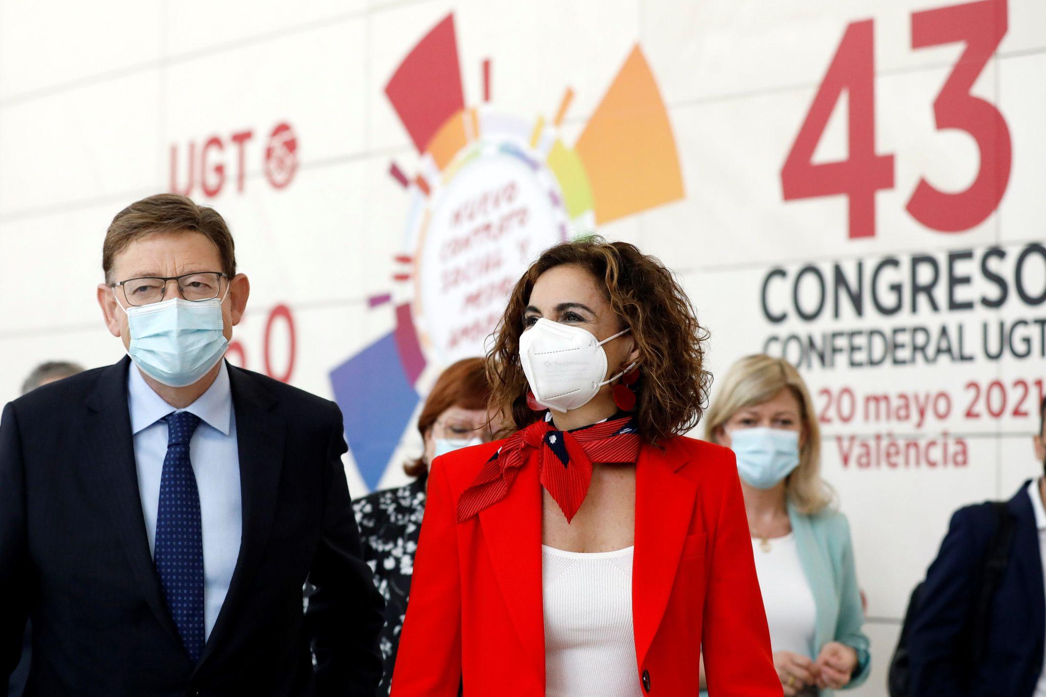 La ministra de Hacienda, María Jesús Montero, junto al presidente Ximo Puig en el Congreso de UGT.