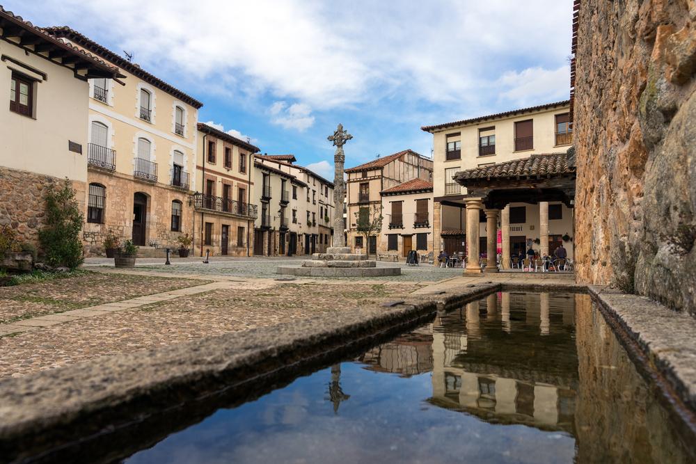 Casco histórico del pueblo burgalés de Covarrubias.