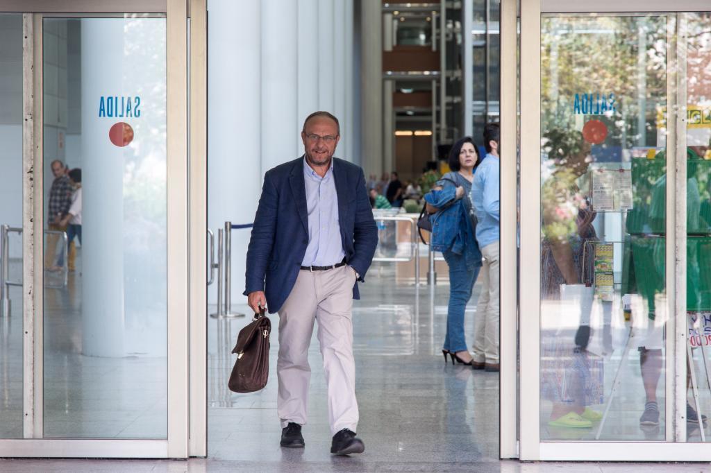 Rafa Rubio, a la salida de la Ciudad de la Justicia de Valencia en 2016.