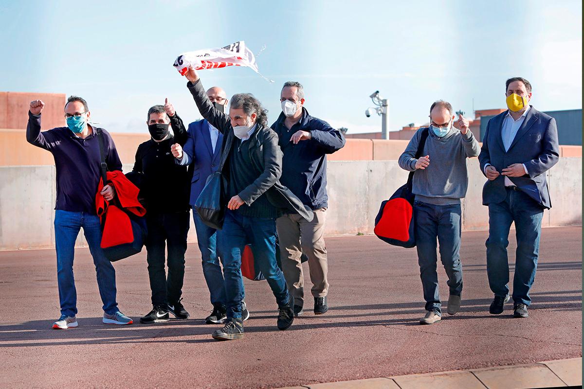 Varios presos del 1-O salen de Lledoners el pasado enero.