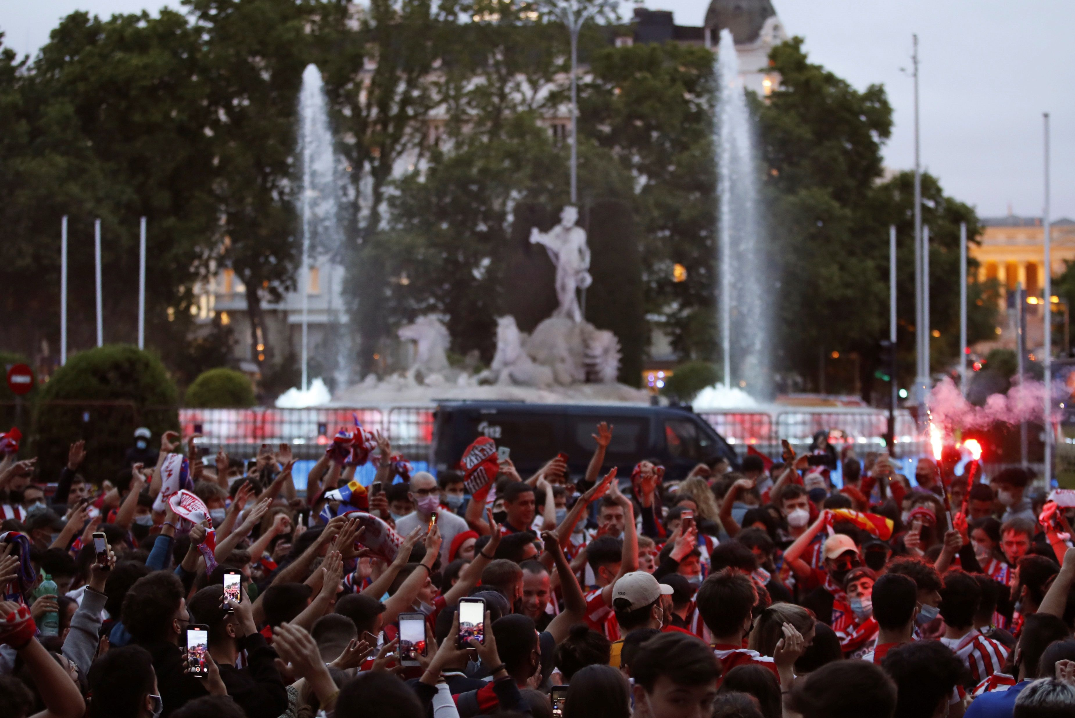 La hinchada del Atlético celebra la Liga ante Neptuno.
