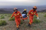 Equipos rescatan a los corredores fallecidos en China