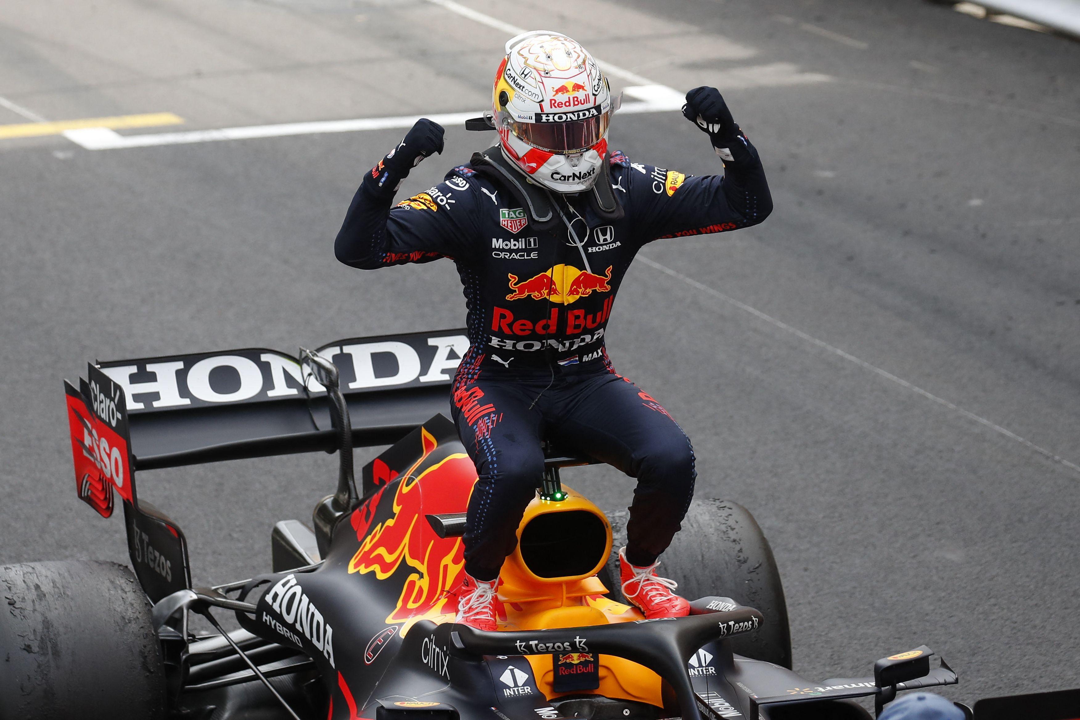 Verstappen festeja su triunfo en Mónaco.