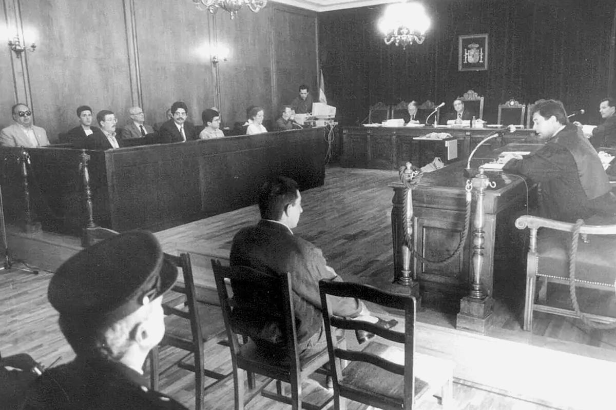 Los miembros del jurado, a la izquierda, en el primer juicio celebrado en Palencia el 27 de mayo de 1996.