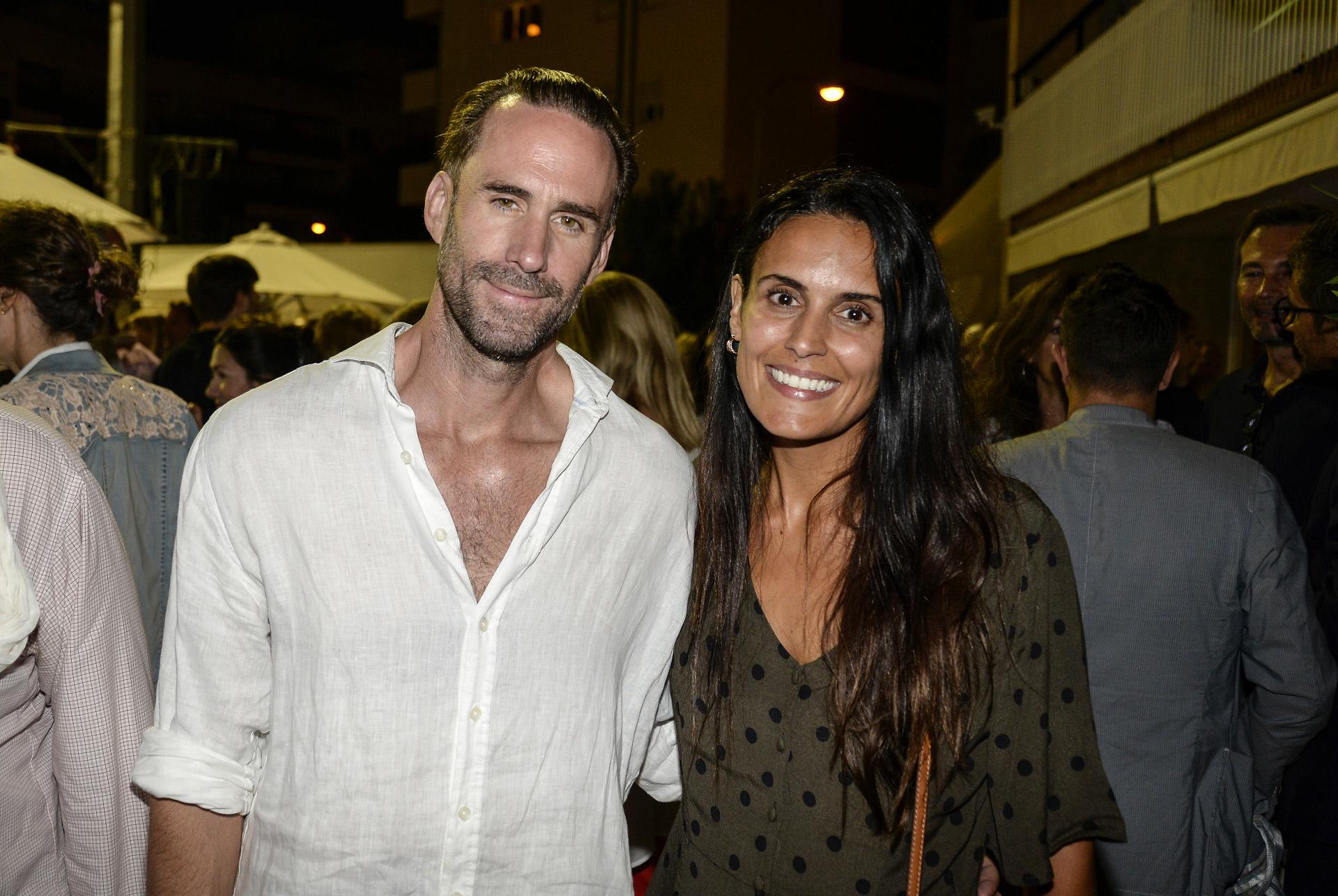 Joseph Fiennes y su esposa, María Dolores Diéguez, en Palma de Mallorca.