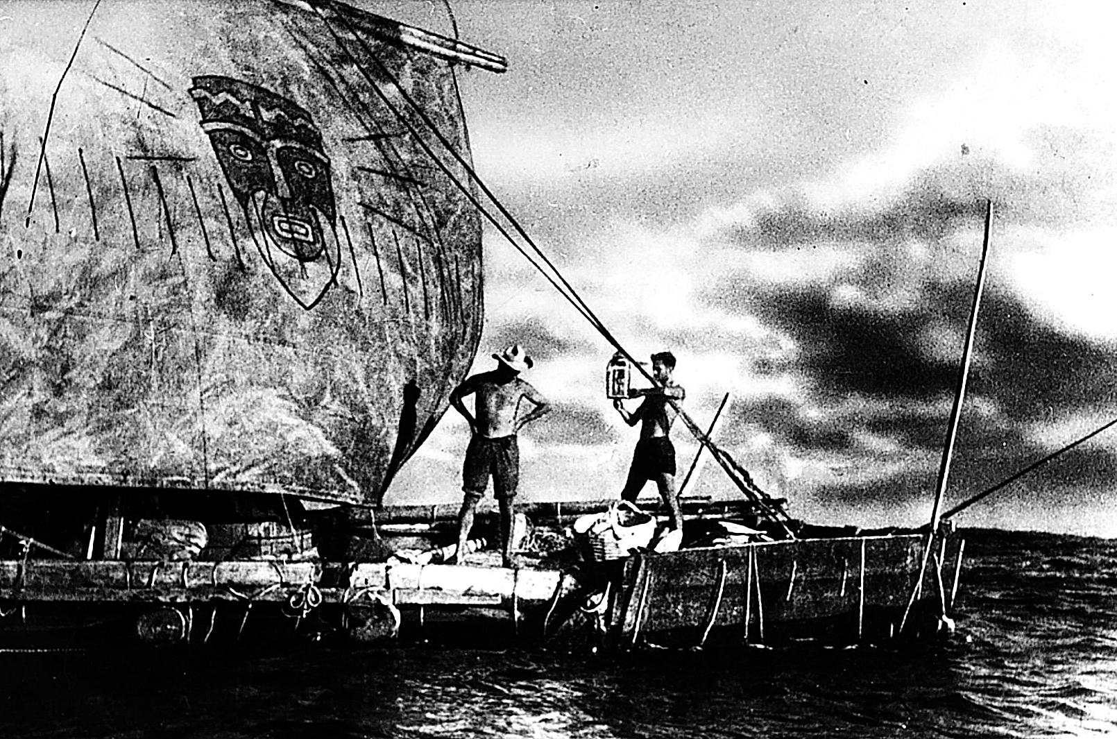 Thor Heyerdahl, cruzando el Pacífico en la balsa 'Kon-Tiki', en 1952.
