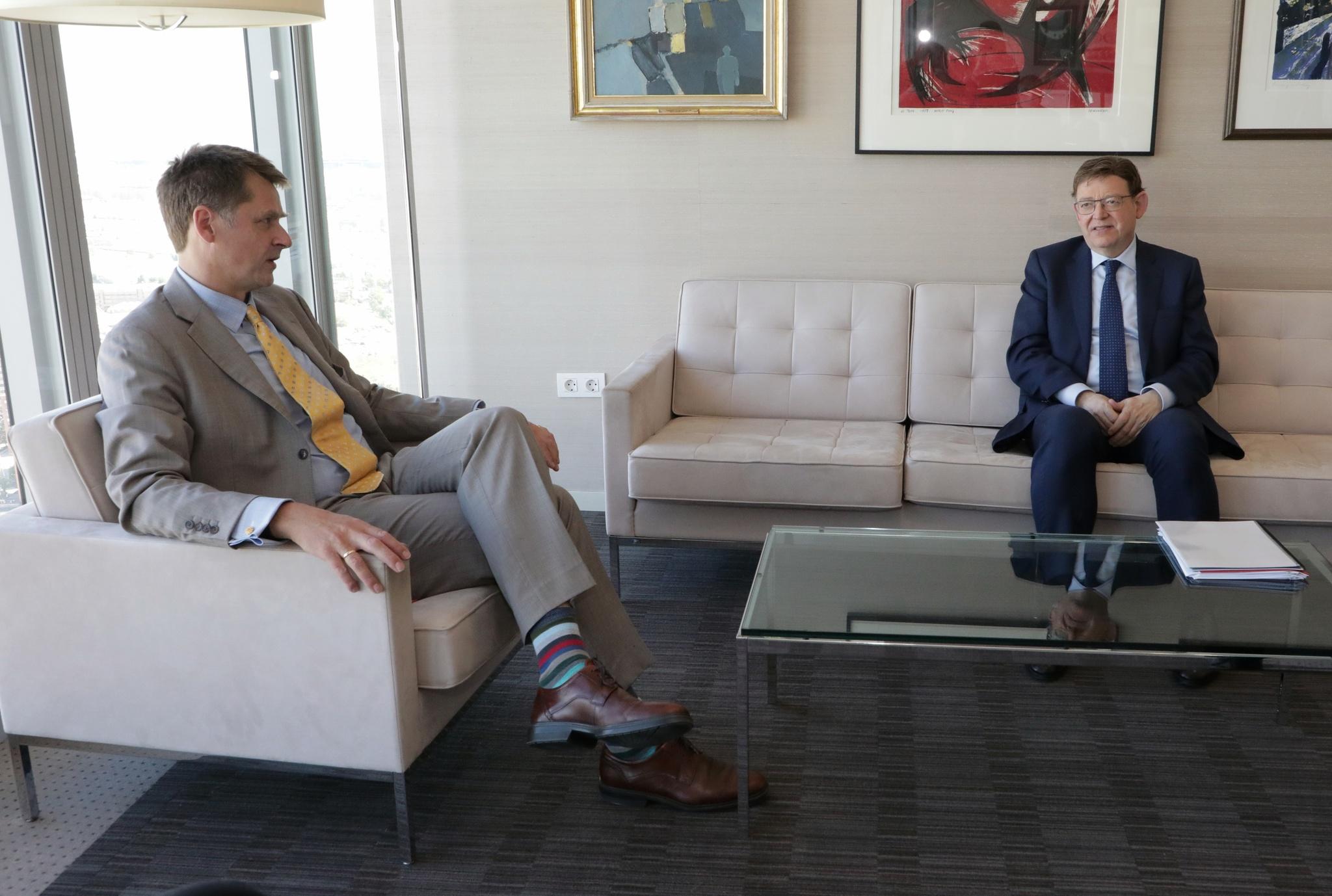 El embajador Hugh Elliot, este lunes, reunido con el presidente Ximo Puig.