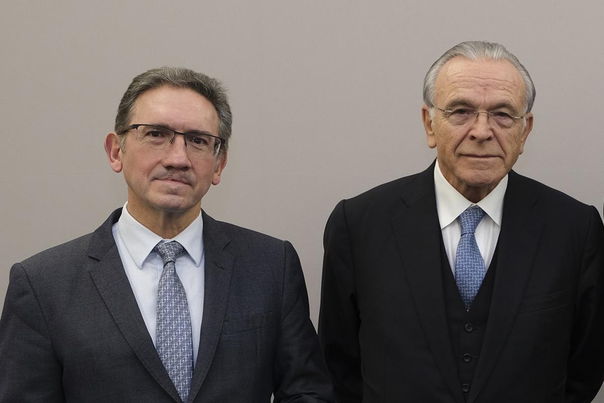 El nuevo 'conseller' catalán de Economía, Jaume Giró, y el presidente de la Fundación Bancaria la Caixa, Isidro Fainé.