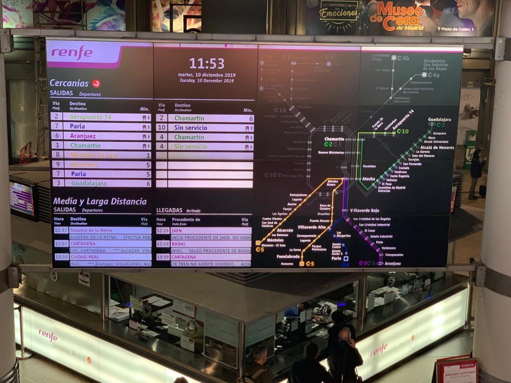 Panel de las Cercanías de Renfe en la estación de  Atocha