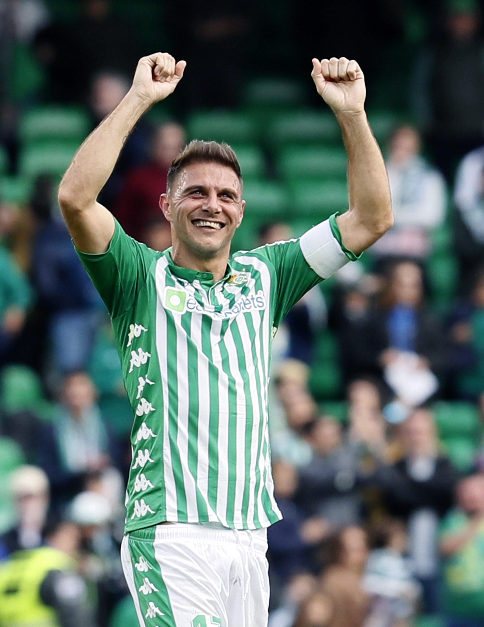 Joaquín celebra un gol del Betis en 2019