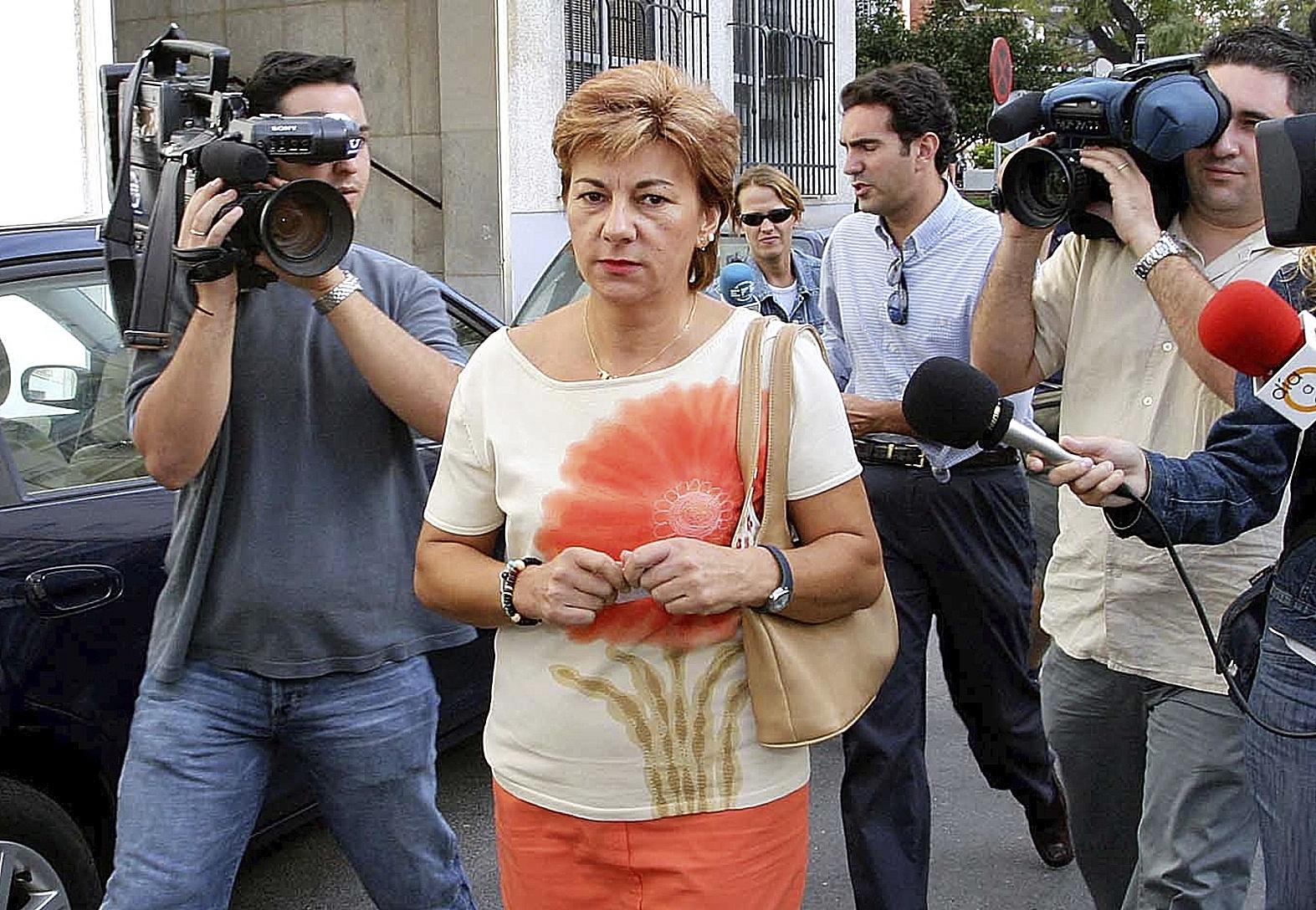 Dolores Vázquez acude a un juzgado antes del juicio en el que un jurado popular la declaró culpable de asesinato.