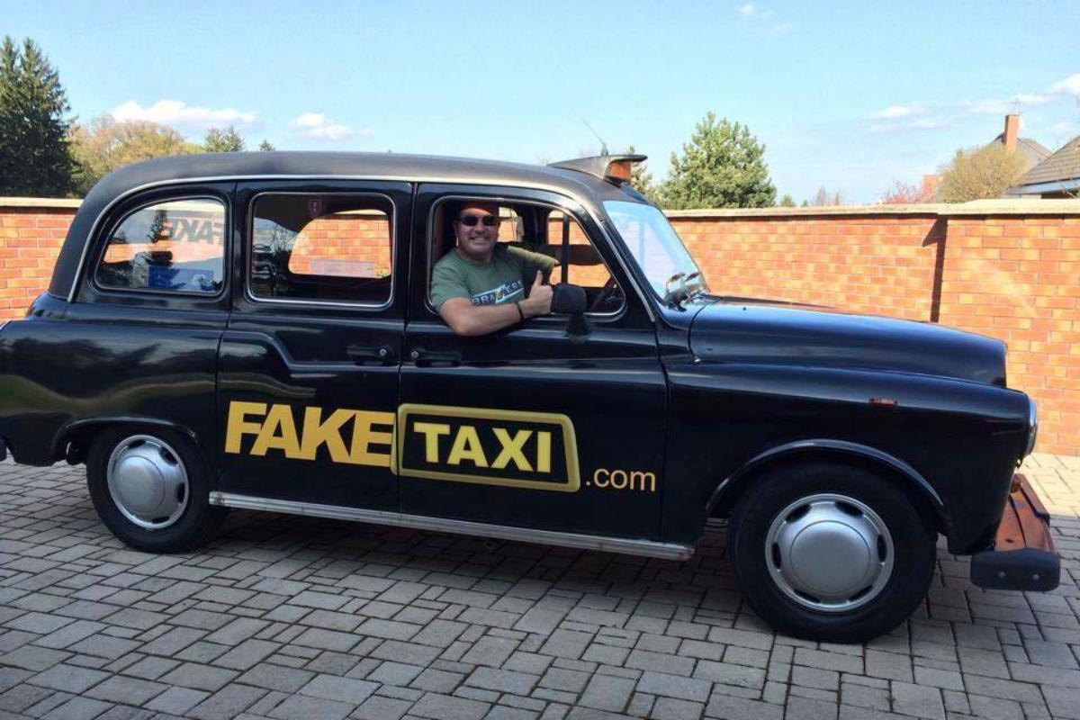 Del taxi porno a los Rolls Royce y Lamborghini: el imperio erótico que resiste el Brexit y el covid