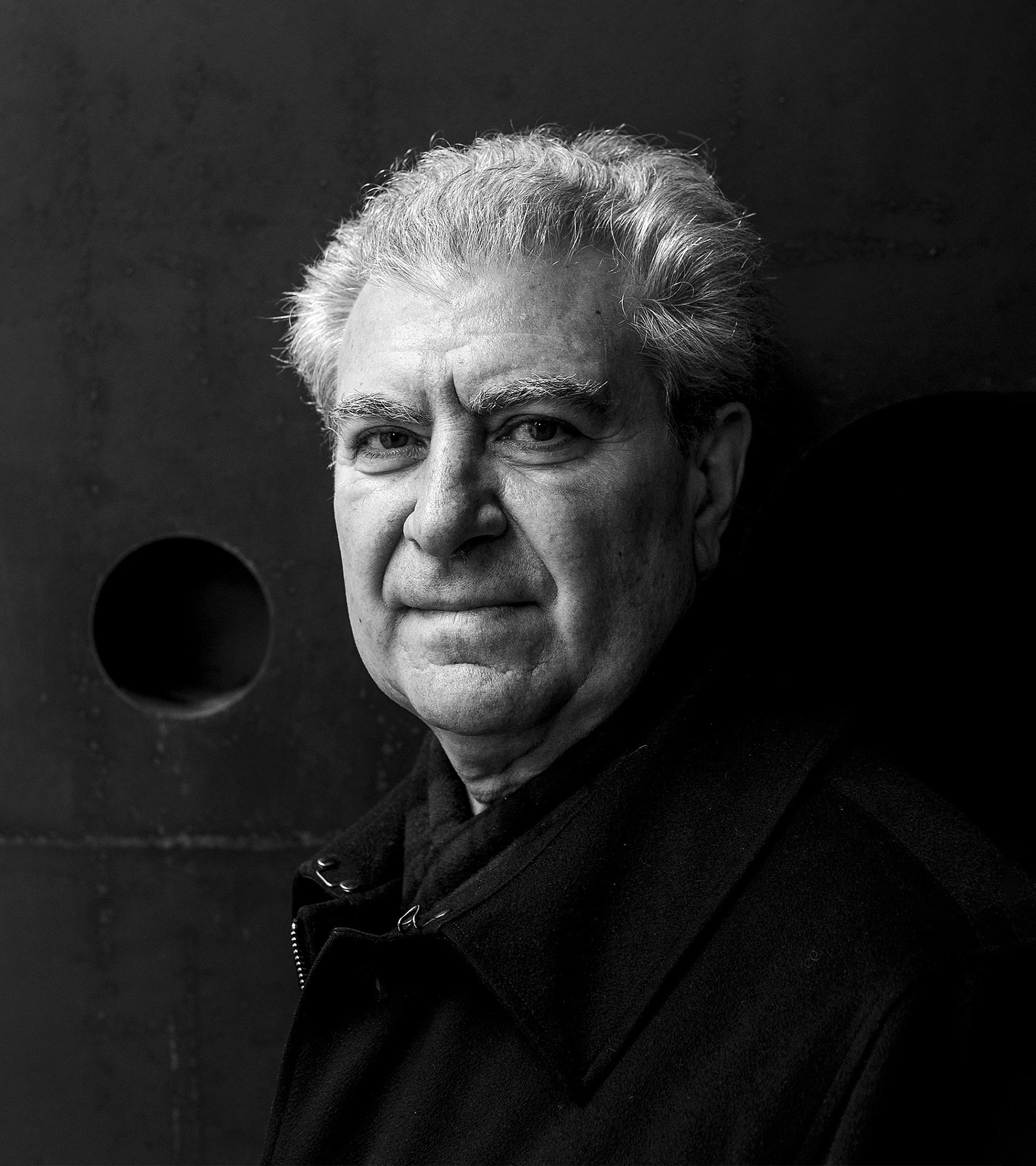César Antonio Molina.