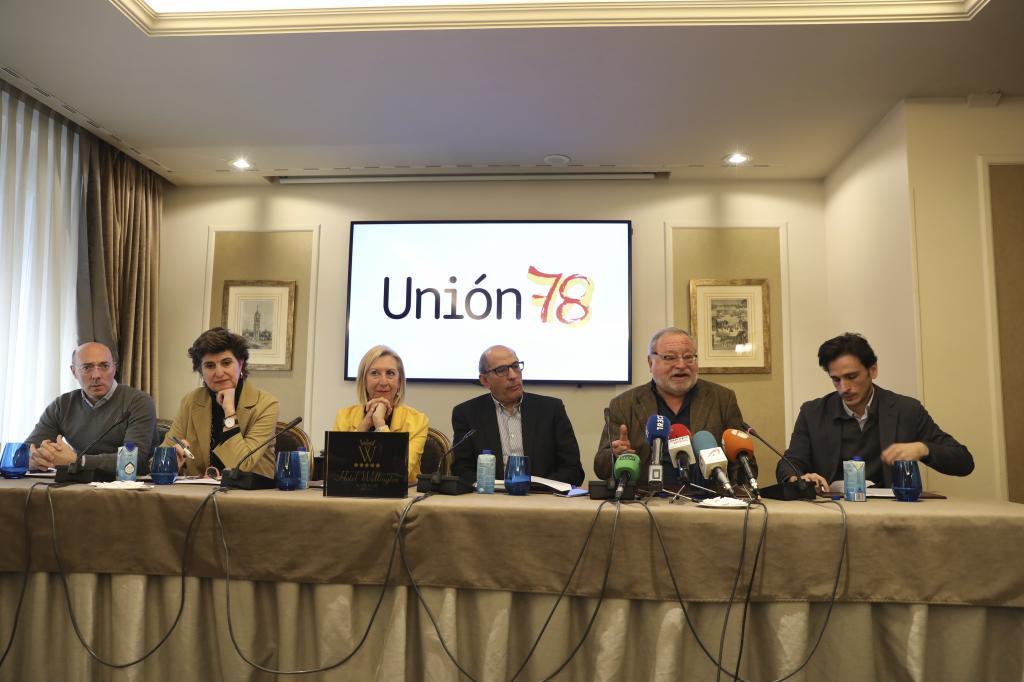Miembros de la plataforma Unión 78, ayer viernes, durante la presentación de sus propuestas.