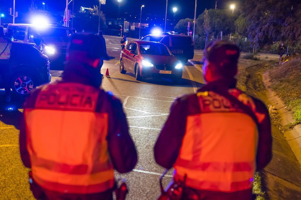 Control policial en Madrid para aplicar las medidas sanitarias.