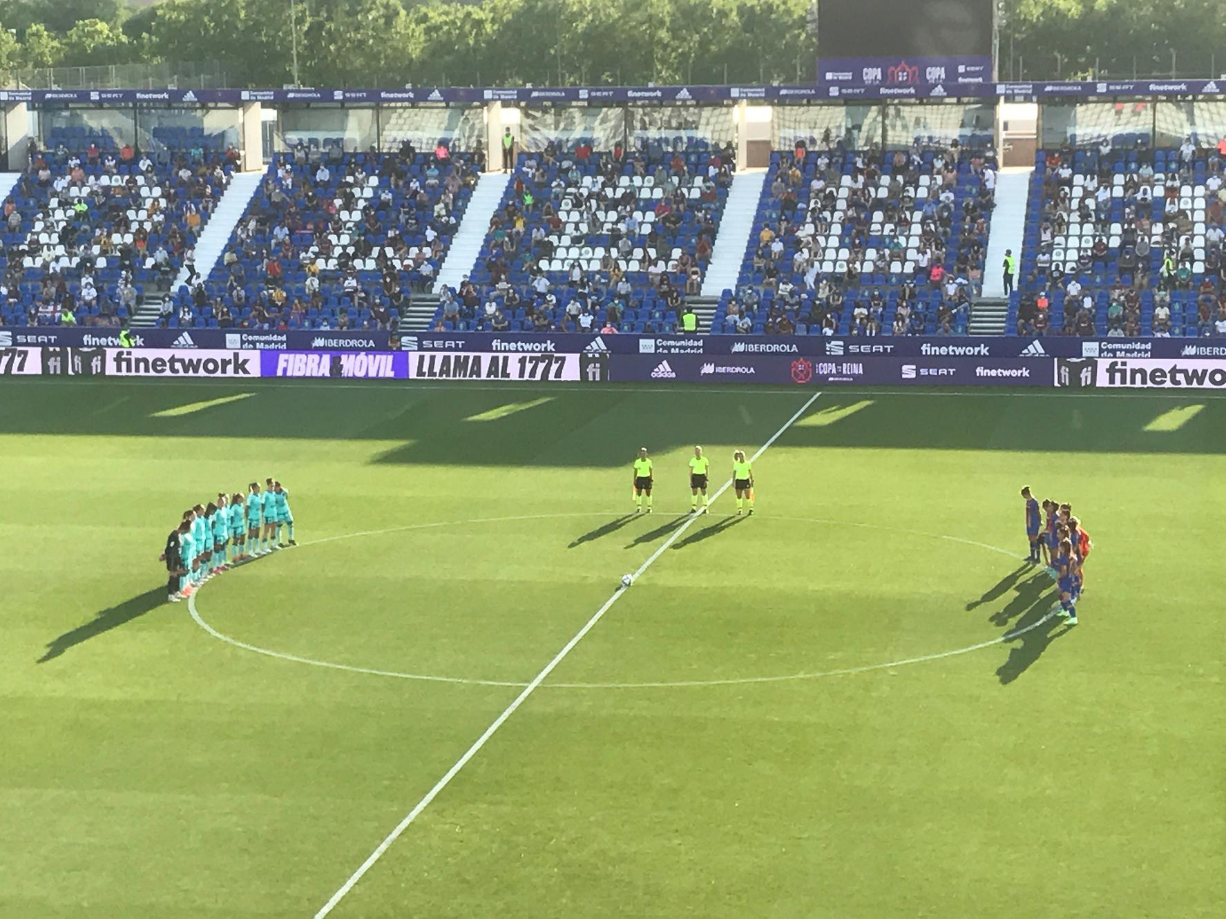 Minuto de silencio por Alcaraz, durante la final de la Copa de la Reina.