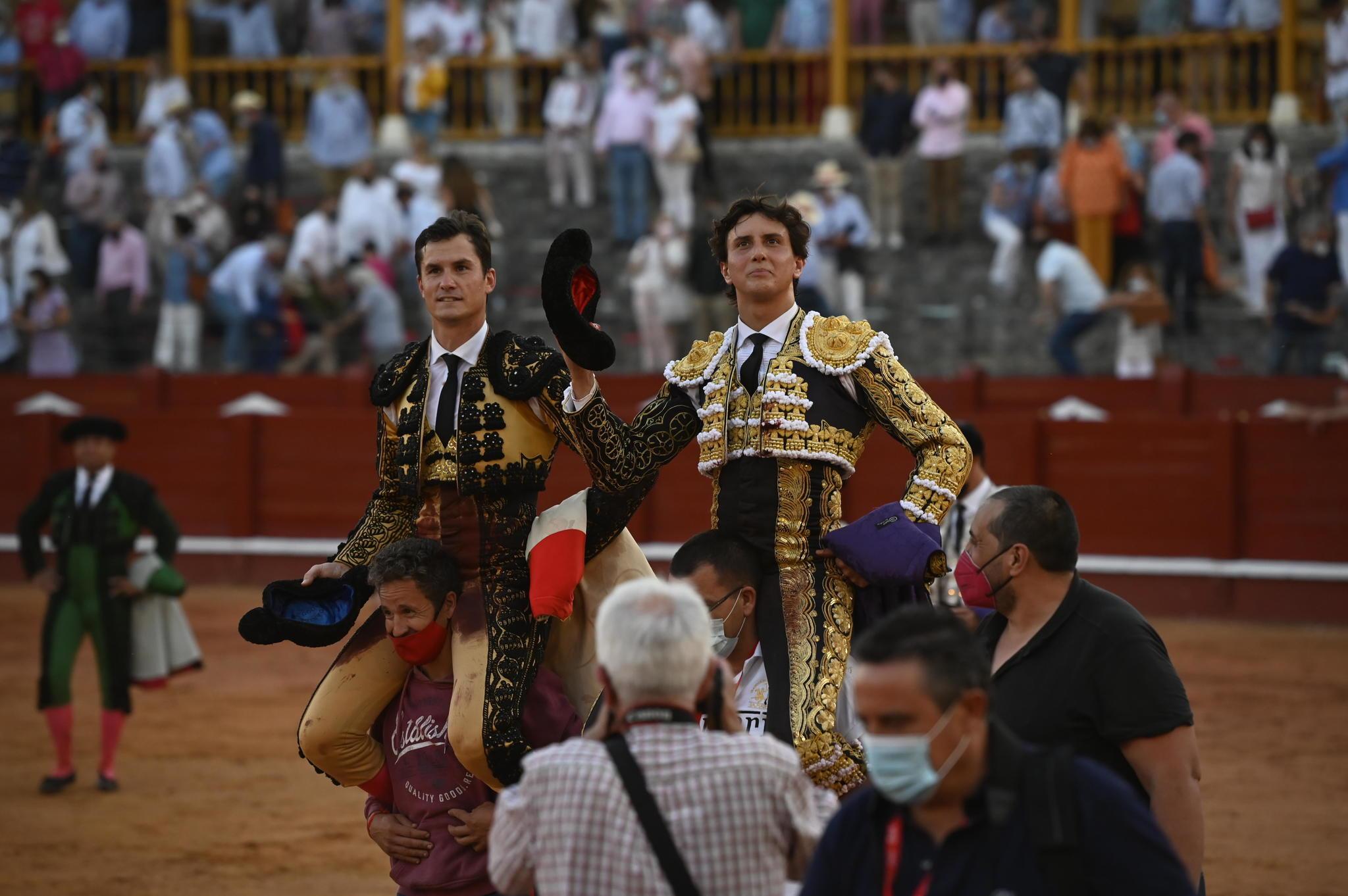 La torería de Morante en una pelea de gallos: Luque y Roca Rey libran un duelo triunfal