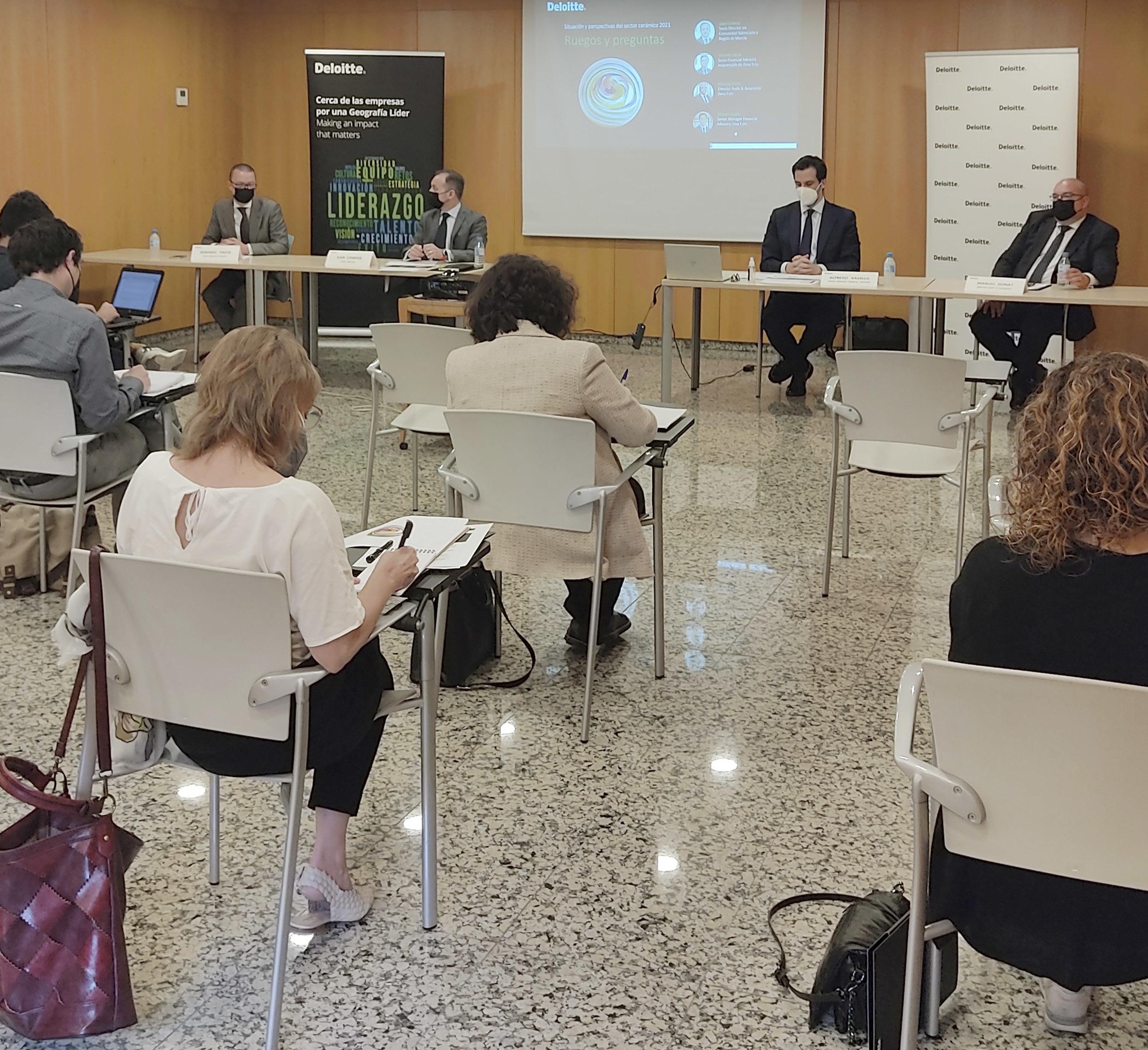 Rueda de prensa de Deloitte celebrada ayer en Valencia.