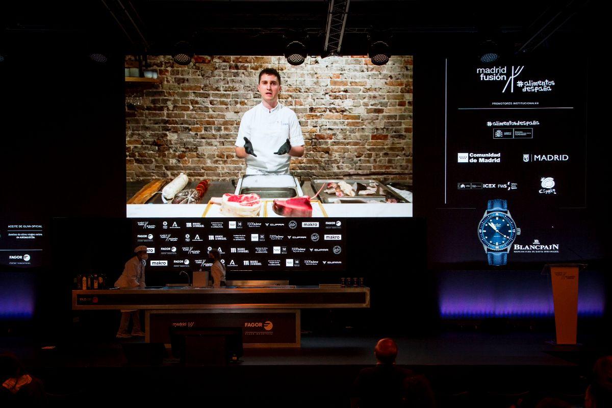 El australiano, en la pantalla del escenario de Madrid Fusión Alimentos de España.