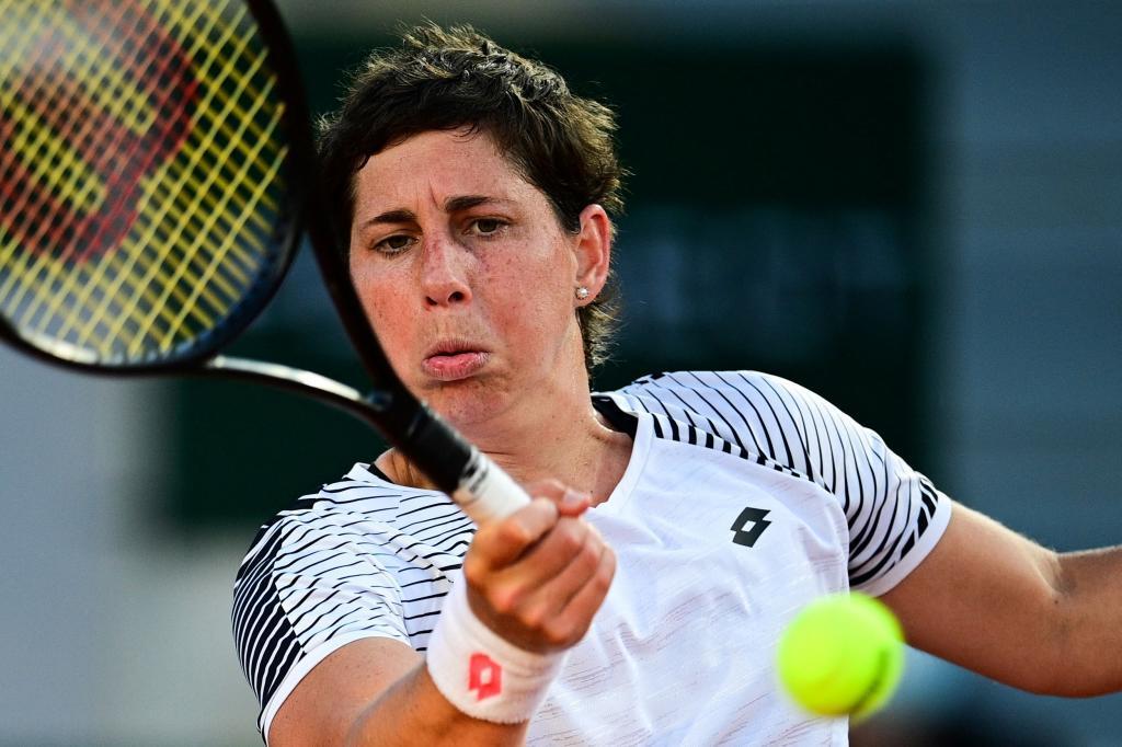 Carla Suárez, durante su partido contra Sloane Stephens en Roland Garros.