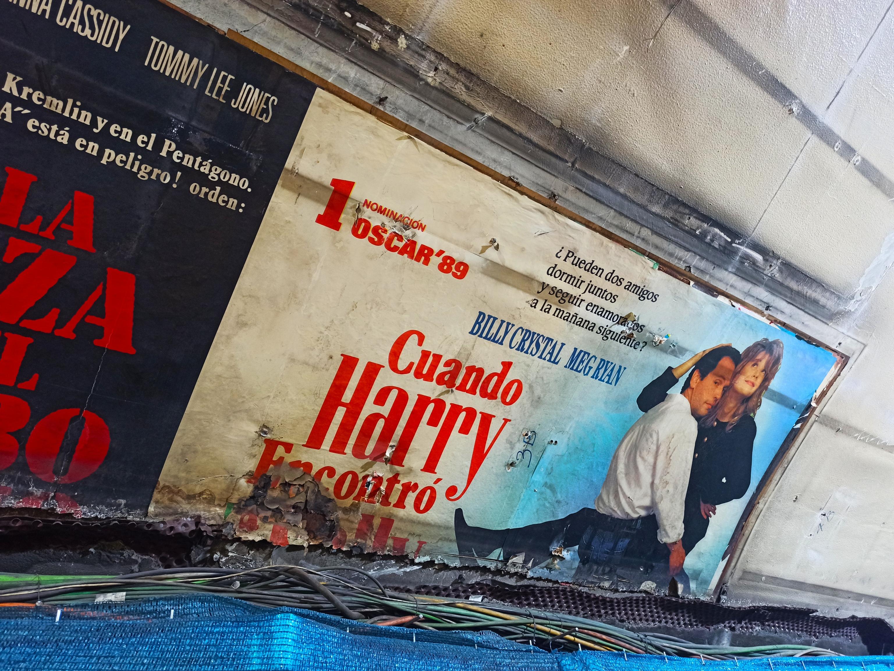 Cartel publicitario 'Cuando Harry encontró a Sally' en Cuatro Caminos