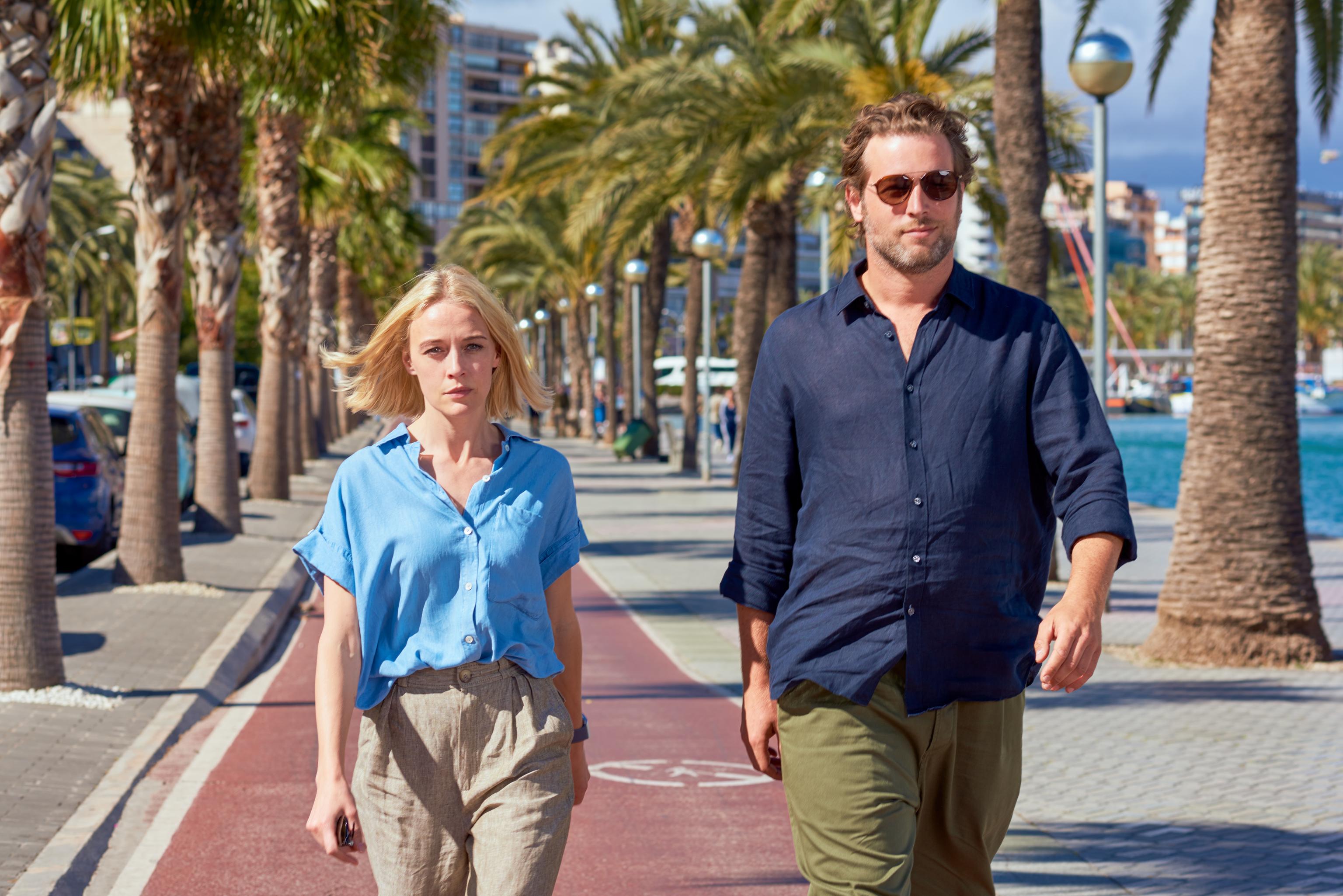 Elen Rhys y Julian Looman, protagonistas de 'The Mallorca Files'