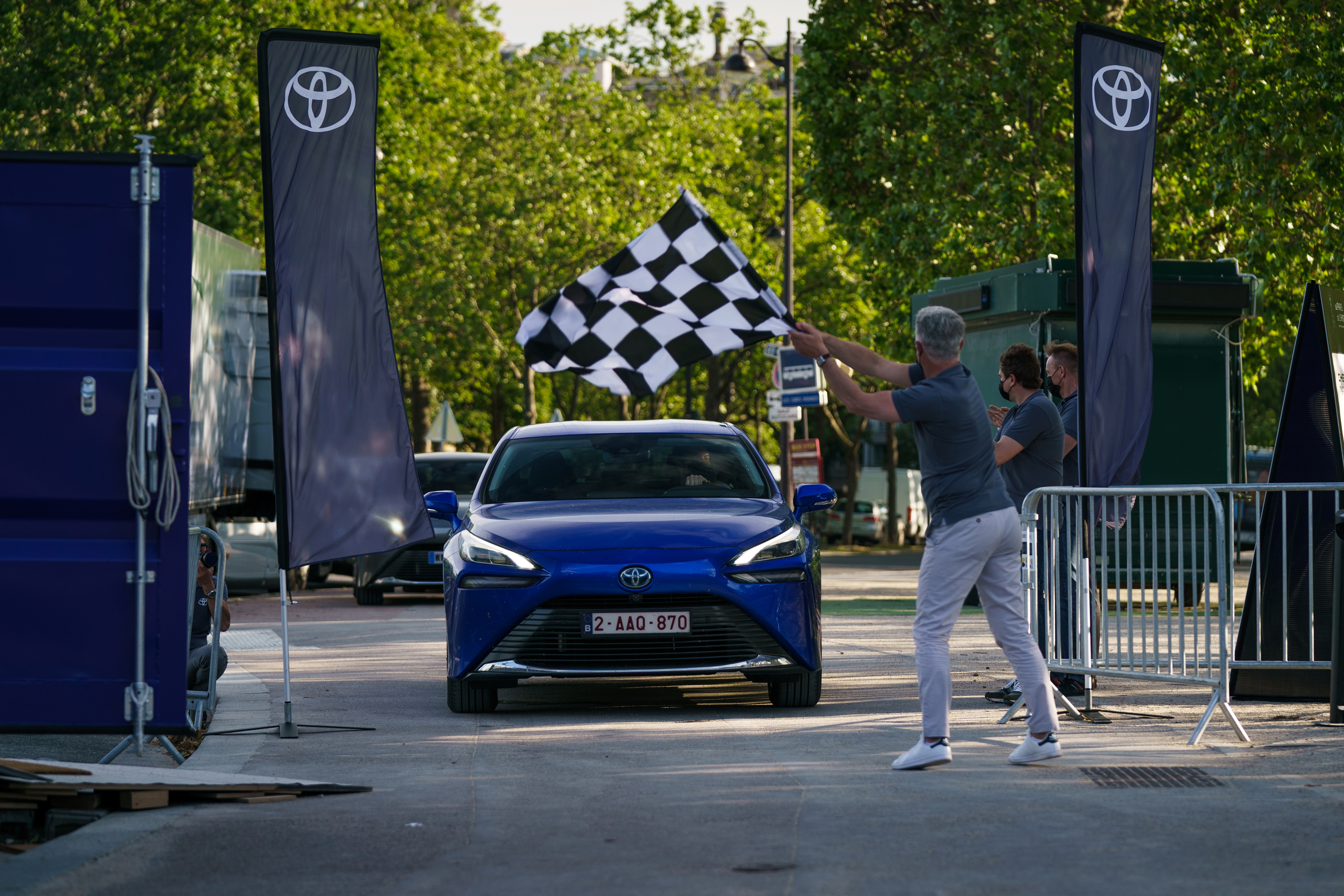 El momento en el que se da por terminada con éxito la tentativa de récord del Toyota Mirai.