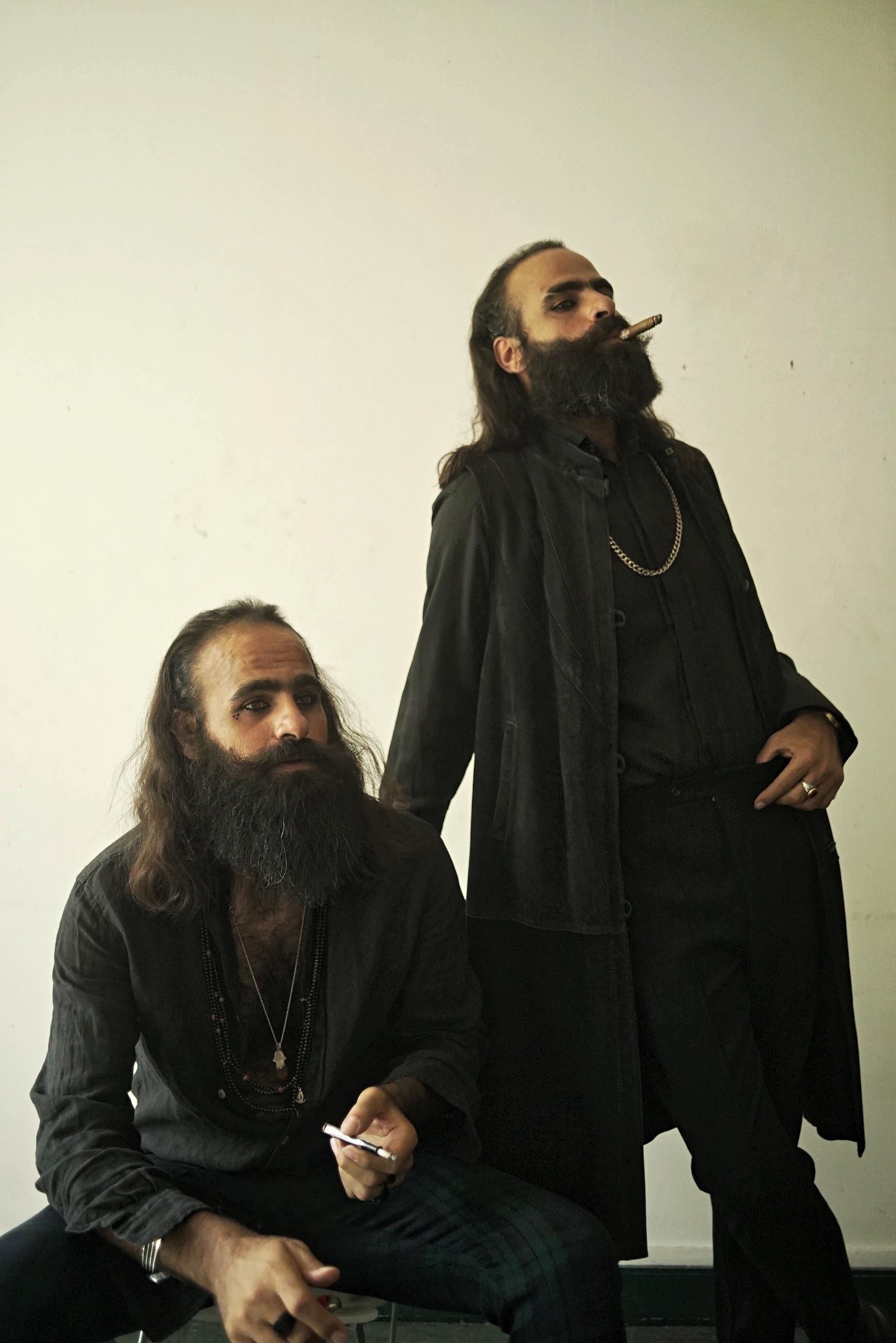 Los directores y hermanos gemelos Arab y Tarzan Nasser.