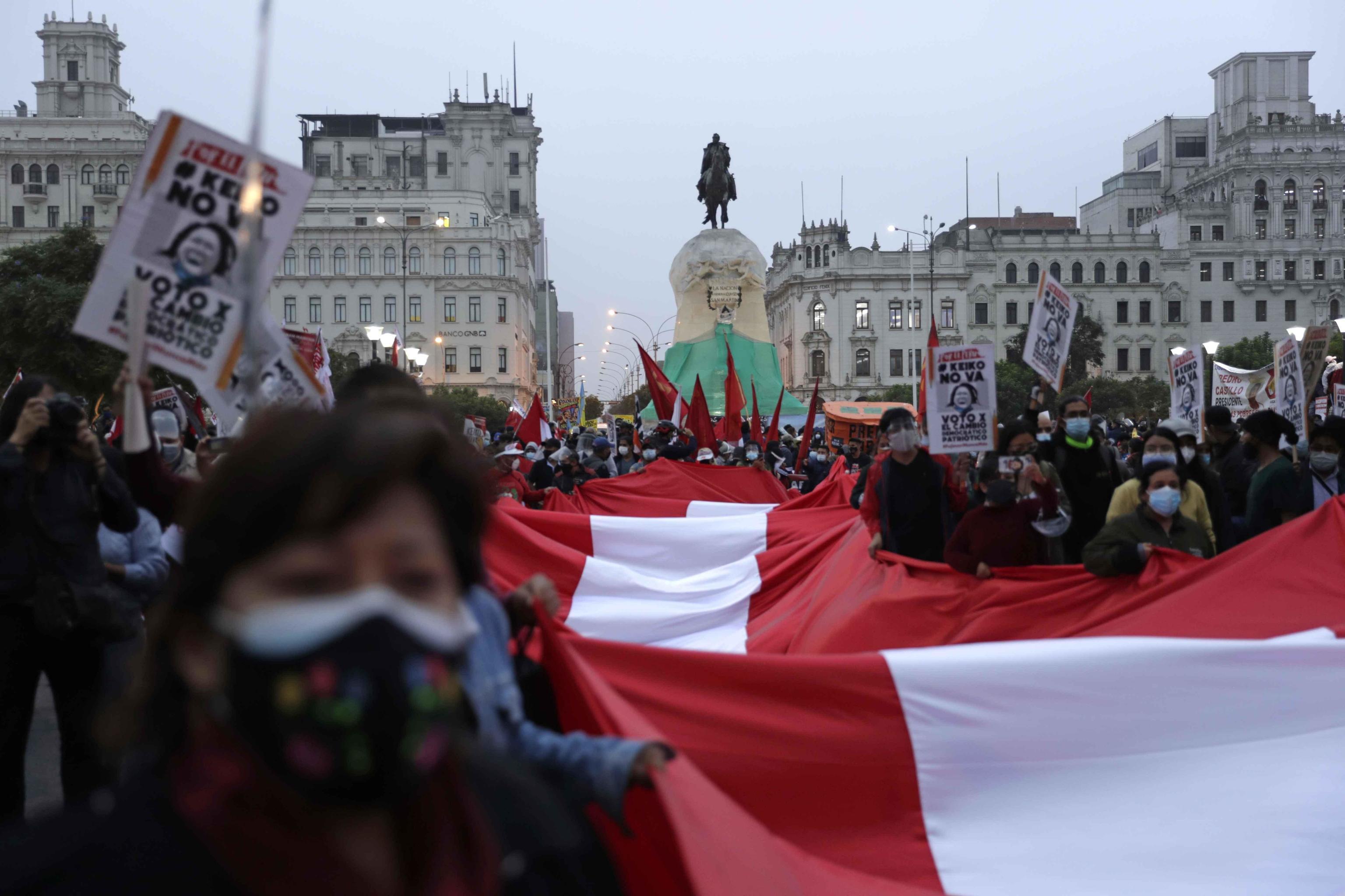 راهپیمایی علیه کیکو فوجیموری ، نامزد جناح راست ریاست جمهوری در لیما.