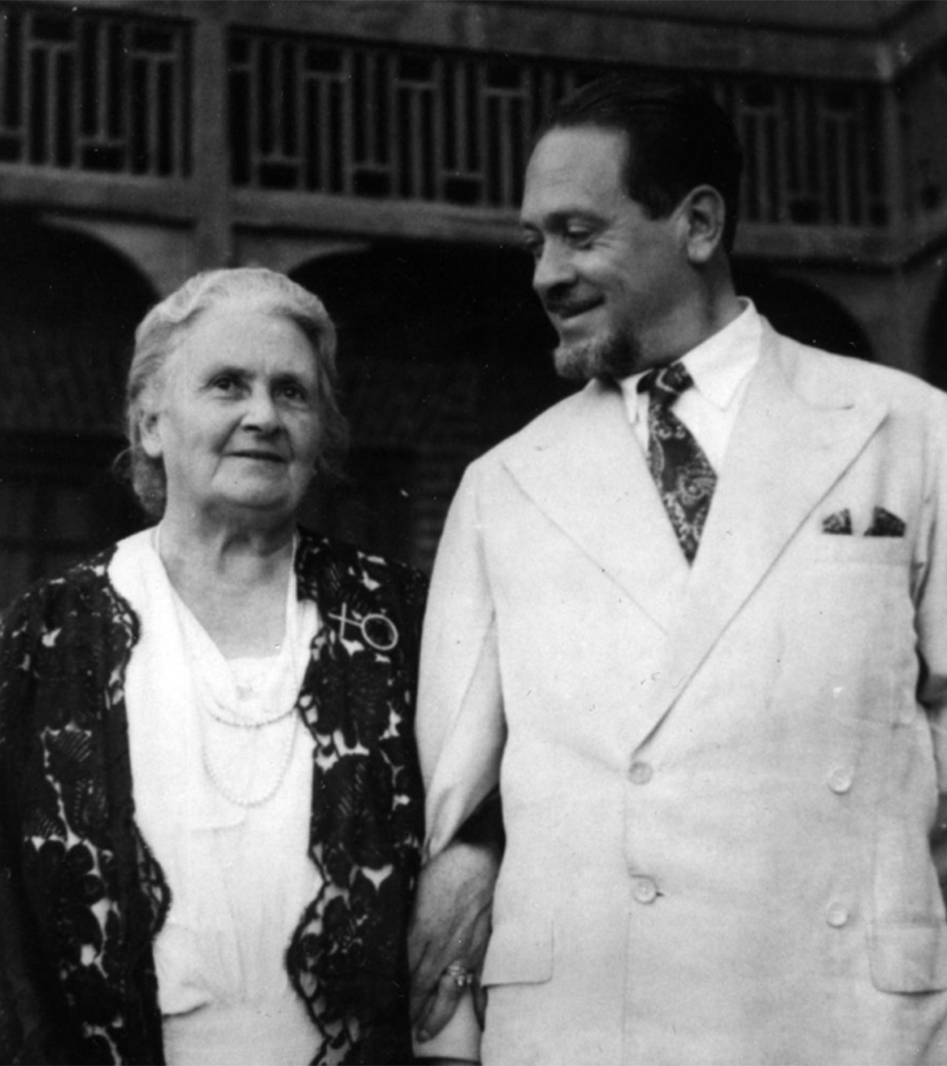 Maria Montessori y su hijo Mario.