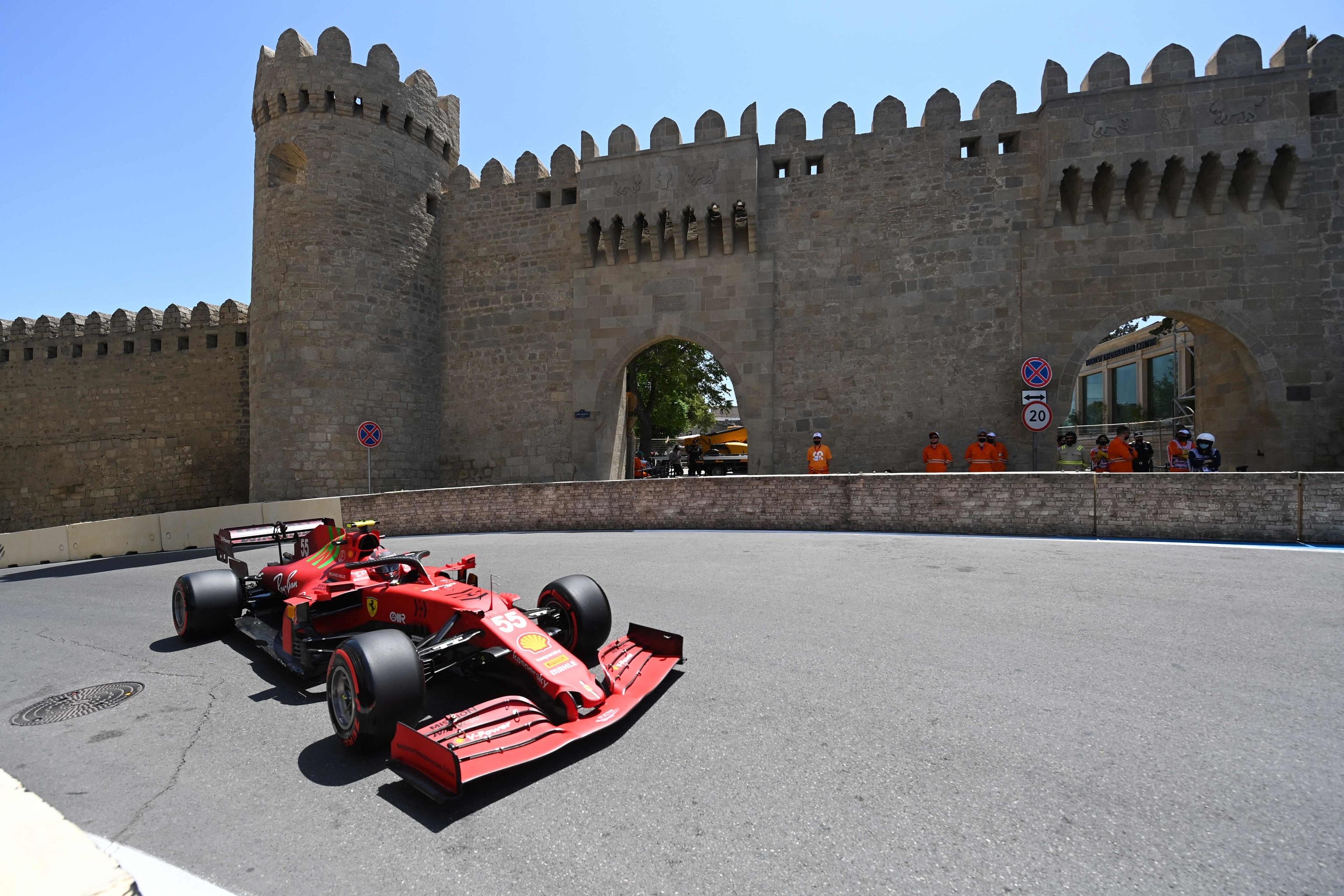 Sainz, con el SF21, durante la primera sesión libre en Bakú.