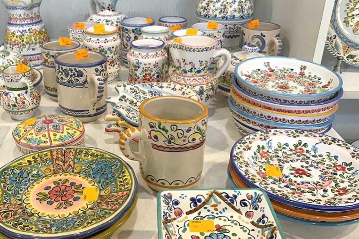 Piezas de cerámica tradicional, en Cántaro.